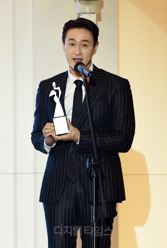 [포토]김원효 `케이모델어워즈, 대중문화 예능 인기상 감사합니다`